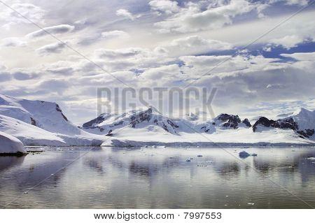 Antarctic Horizon
