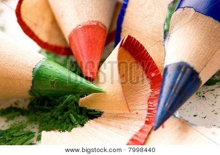geschärften Bleistifte und Holz-Späne