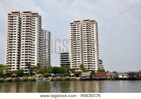 Luxury Condominiom Is Built Along The Chao Phraya River In Bangkok