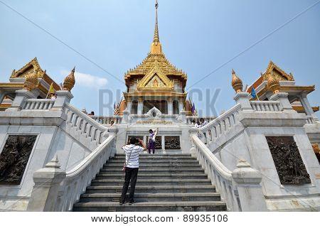 People Visit Wat Traimit