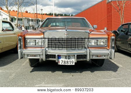 Lincoln Town Car In Brown