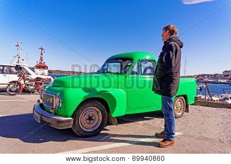 Pickup Green Volvo