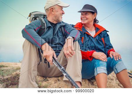 hiking sportive healthy seniors
