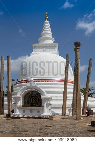 The rear of Rankoth Vehera, the largest Buddhist stupa