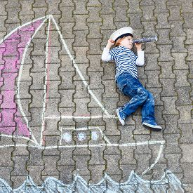 picture of pirates  - Little kid boy as pirate on ship or boat picture painting with colorful chalk - JPG